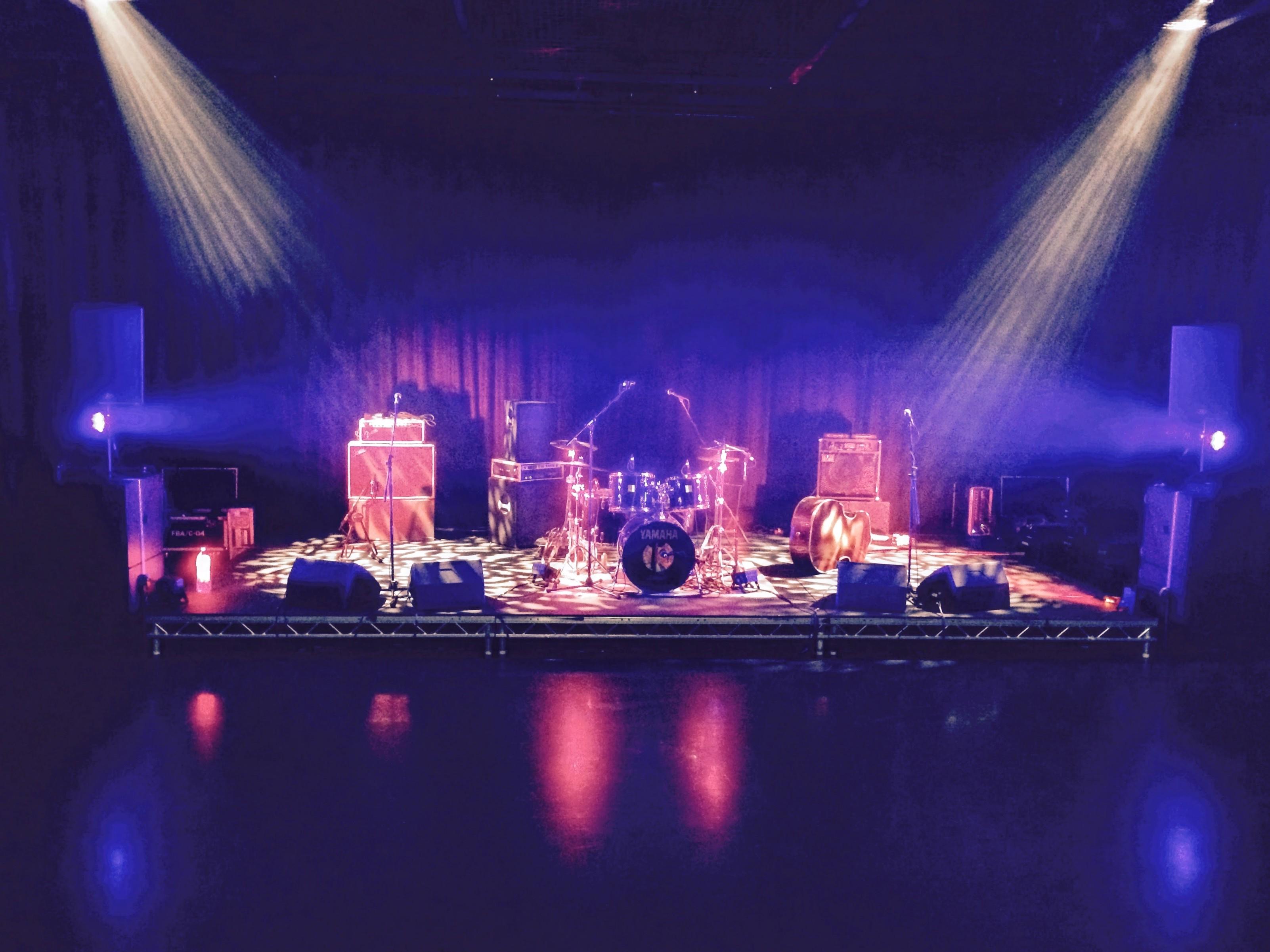 Houndogs stage